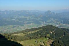 Szczyty i dolinny widok od panoramicznego drogowego Rossfeldpanoramastrasse Zdjęcie Stock