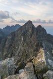 Szczyty przeglądają przed wschodem słońca Fotografia Stock