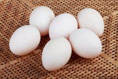 Jajka na koszykarstwie Obraz Royalty Free