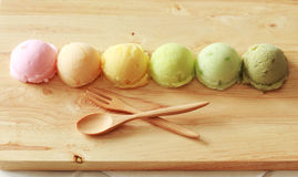 Kolorowy lody z łyżką i rozwidleniem Zdjęcie Stock