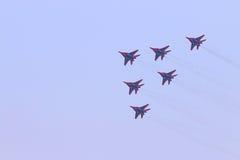 Sześć Mig 29 samolotów szturmowych latają Obrazy Royalty Free