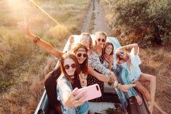 Sześć pięknych dziewczyn robią selfie Obrazy Royalty Free