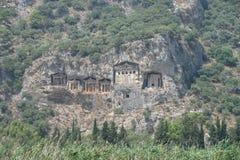 Sześć rockowych grobowów przy antycznym Kaunos w Turcja Fotografia Royalty Free