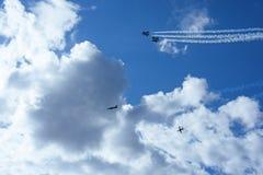 Sześć samolotów na lata pogodnym niebie Obrazy Stock