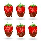 Sześć truskawkowych jagod w czekoladzie pod różnym oświetleniem wędkują Fotografia Royalty Free