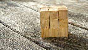 Sześcian gromadzić od 27 małych drewnianych sześcianów Zdjęcie Royalty Free