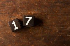 Sześcian liczby na starym drewnianym stole z kopii przestrzenią, 17 Fotografia Royalty Free