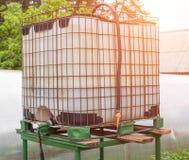 Sześcian pojemność dla kapinos irygacji rośliny w ogródzie, nowożytny kapinosa system irygacyjny, przemysłowy fotografia royalty free