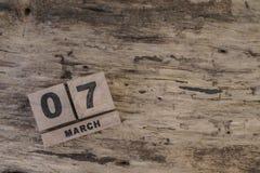 Sześcianu kalendarz dla marszu na drewnianym tle Fotografia Stock