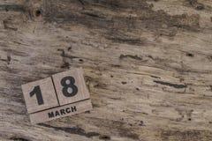 Sześcianu kalendarz dla marszu na drewnianym tle Obraz Stock