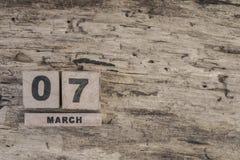 Sześcianu kalendarz dla marszu na drewnianym tle Zdjęcia Royalty Free