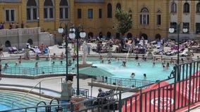 Szechenyi浴的室外热量水池在布达佩斯,匈牙利 股票视频