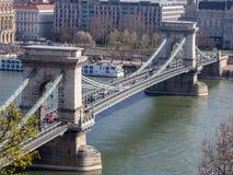 Szechenyi铁锁式桥梁全景在多瑙河,布达佩斯的, 库存图片