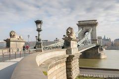 Szechenyi铁锁式桥梁在布达佩斯,匈牙利 免版税图库摄影