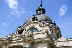 Szechenyi är det medicinska badet i Budapest, Ungern, det största medicinska badet i Europa Arkivbilder