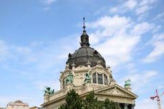Szechenyi är det medicinska badet i Budapest, Ungern, det största medicinska badet i Europa Royaltyfri Fotografi