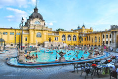 Szechenyi浴在布达佩斯在匈牙利在一个晴天 图库摄影