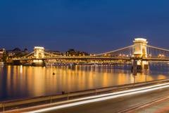 Szechenyi Kettenbrücke in Budapest nachts Lizenzfreies Stockbild