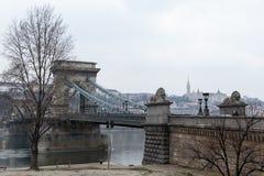 Szechenyi Lanchid bro Arkivfoto