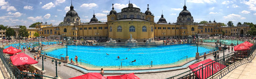 Szechenyi termiskt bad i Budapest, Ungern royaltyfri foto