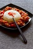 Szechuan Huhn und Reisteller Stockfoto