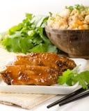 Szechuan kurczaka skrzydła z smażącymi ryż Fotografia Royalty Free