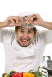 szef kuchni łupania jajko śmieszny zdjęcia stock