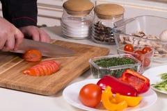 Szef kuchni ciie pomidory Zdjęcia Royalty Free
