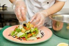 Szef kuchni jest kulinarnym zakąską Zdjęcia Stock