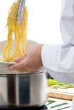 szef kuchni makaronu przygotowania Fotografia Stock