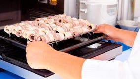 Szef kuchni opakunki kulinarni bekonowi Fotografia Royalty Free