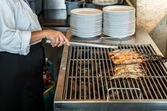 Szef kuchni Piec na grillu krewetka zdjęcie stock