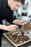 szef kuchni robi cukierkom Obraz Royalty Free