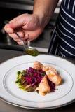 Szef kuchni sezonu wyśmienicie posiłek Fotografia Royalty Free