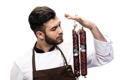 Szef kuchni wącha salami Obraz Royalty Free