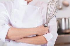 Szef kuchni z śmignięciem zdjęcie royalty free