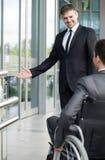 Szef przed spotykać niepełnosprawnego mężczyzna Fotografia Royalty Free