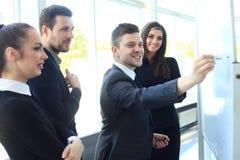 Szef zbiera jego kierowników dla spotkania obraz stock