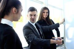 Szef zbiera jego kierowników dla spotykać zdjęcie royalty free