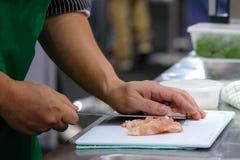 Szefa kuchni kulinarny jedzenie w kuchni, szefa kuchni narządzania jedzenie obraz royalty free