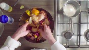 Szefa kuchni kulinarny kurczak z cebulami, imbirem i pomarańczami, zdjęcie wideo