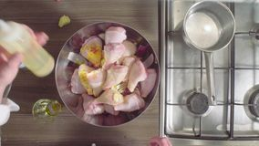 Szefa kuchni kulinarny kurczak z cebulami, imbirem i pomarańczami, zbiory