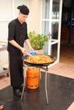 Szefa kuchni kulinarny paella Zdjęcia Royalty Free