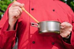 Szefa kuchni narządzania jedzenie, Obrazy Royalty Free