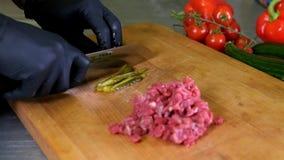 Szefa kuchni rozcięcia kucharza kulinarne karmowe kuchenne restauracyjne ręki w czarnego rękawiczka mężczyzna hotelowego męskiego zbiory wideo