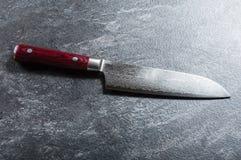 Szefa kuchni ` s nóż od Damaszek stali Istny Japoński dzieło sztuki fotografia stock