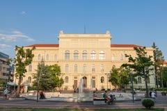 SZEGED, HONGRIE - 20 JUILLET 2017 : Bâtiment principal d'université de Szeged, sur la place de Dugonics Ter, prise pendant un apr Image libre de droits