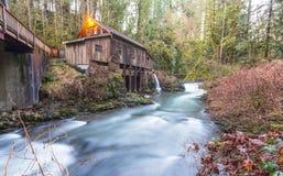 Szene der Cedar Creek Mahlgutmühle morgens, Washington, USA Stockfotografie