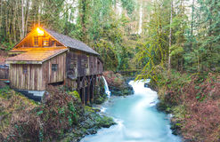 Szene der Cedar Creek Mahlgutmühle morgens, Washington, USA Stockbild