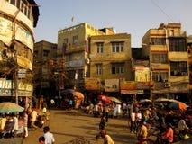 Szene der verkehrsreichen Straße in Delhi Stockfotos